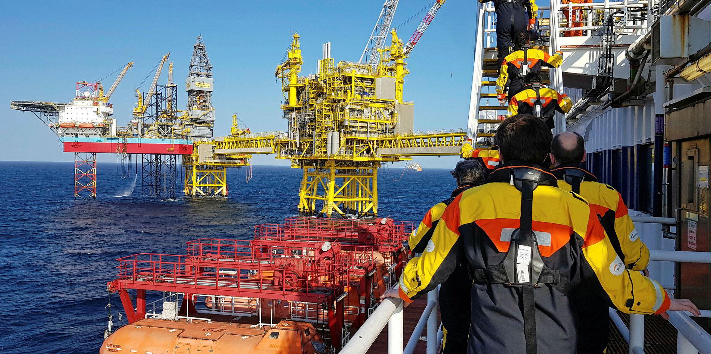 Нефтедобывающая морская платформа