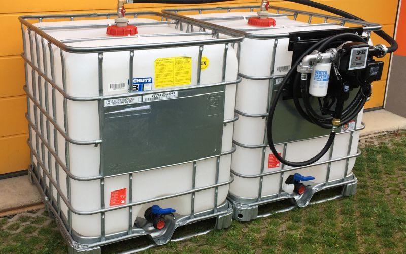 Пластиковая емкость для дизельного топлива при хранение на складе
