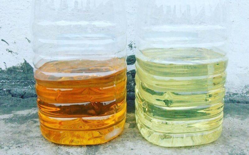 Слева - потемневшее маловязкое судовое топливо вида А, справа нормально