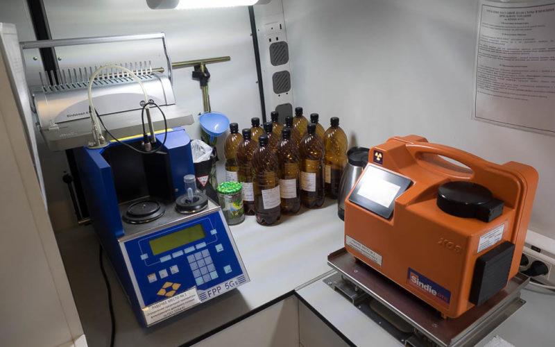 Лаборатория с техникой для экспертизы толпива